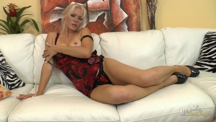 Kathy Anderson is one naughty MILF who loves masturbating