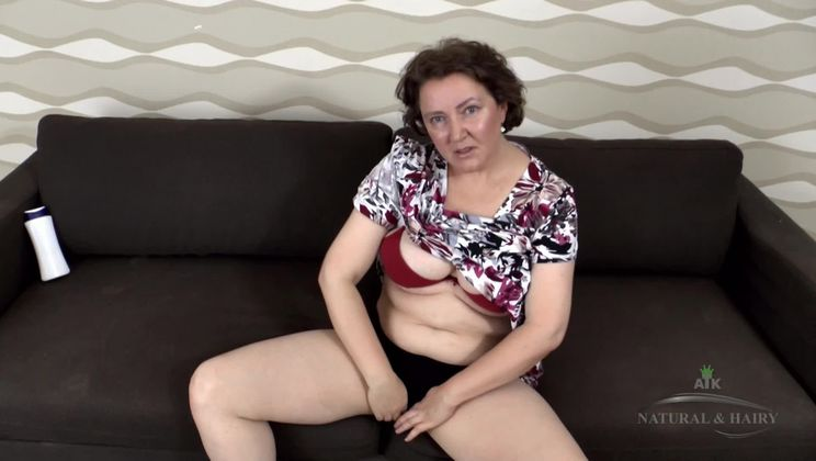 Romana is mature horny and hairy